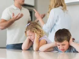 Bố, mẹ có được quyền yêu cầu tòa án thay đổi người trực tiếp nuôi con sau ly hôn không? – Luật 24h