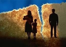 Một bên cố tình vắng mặt có ly hôn được không?