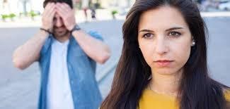 Bố mẹ yêu cầu tòa án giải quyết ly hôn cho con trai có được không? – Luật 24H
