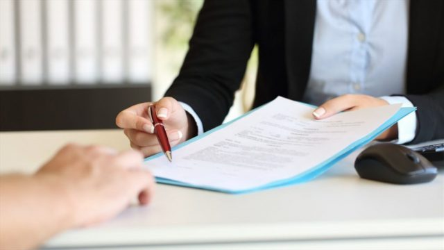 Quyền đơn phương chấm dứt hợp đồng làm việc của viên chức – luật 24h