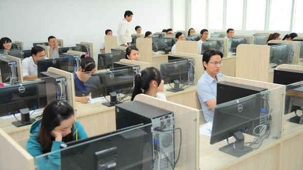 Công chức tự ý nghỉ việc có thể bị buộc thôi việc- luật 24h