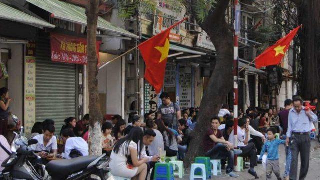 Xử phạt hành vi họp chợ, mua bán lấn chiếm lòng, lề đường – Luật 24H