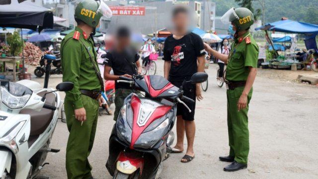 CSGT được phép phạt người không đeo khẩu trang khi tham gia giao thông?