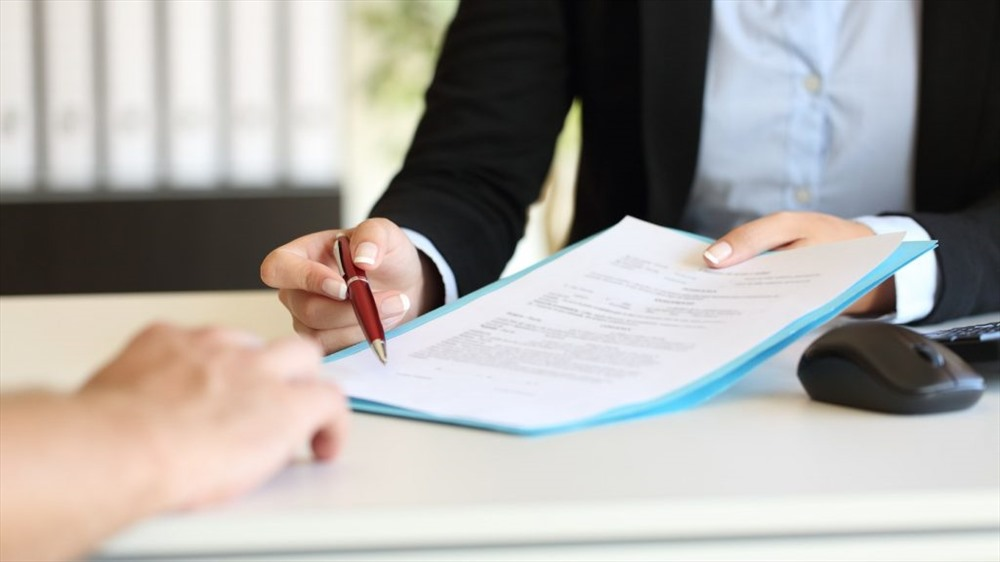 Người lao động hợp đồng 6 tháng có phải đóng bảo hiểm xã hội theo quy định mới nhất – Luật 24H