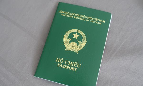 Hỏi về việc xin xác nhận của cơ quan công an trong tờ khai xin cấp hộ chiếu – Luật 24h