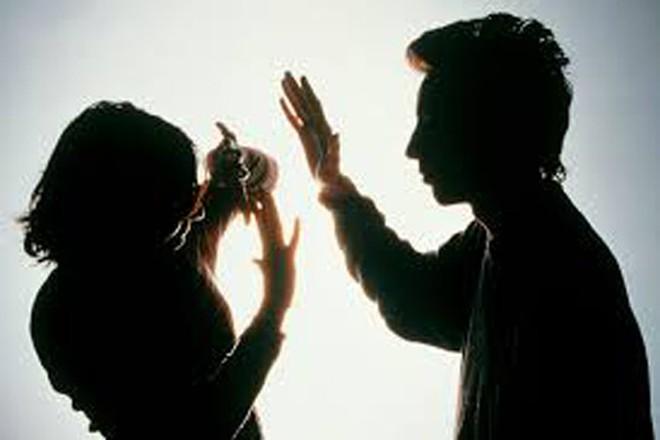 Cha mẹ ruột đánh đập bắt con đi hút thai có vi phạm pháp luật không? – luật 24h